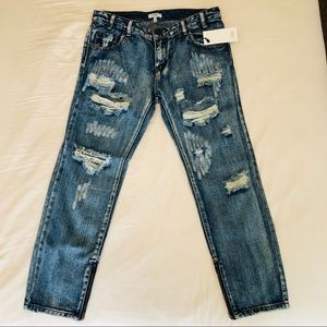 🆕DISTRESSED DENIUM SKINNY JEANS with ankle zipper